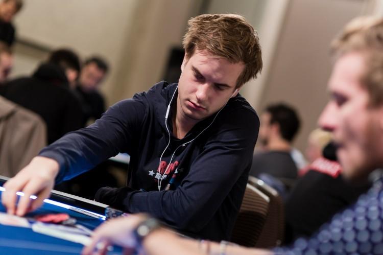 Онлайн-покер: Виктор Блум крупно выиграл у Бена Толлерене в PLO